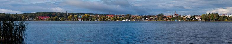 Panorama Chodzieży zza jeziora Miejskiego